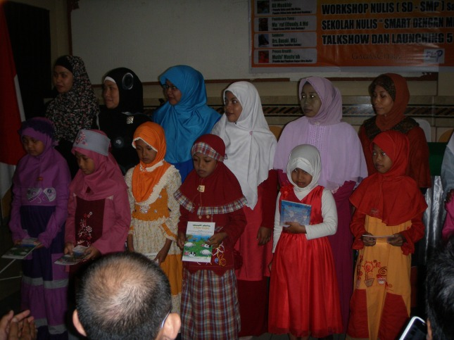 Buku cerita karya bersama Nilah dan teman-teman dari SD IT Assyamil, SD Vidatra dan SDN 002